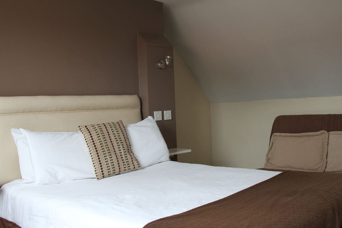bedroom at Beaumond Cross Inn Newark